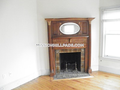 Amazing 3 bed 1 bath in Mission Hill - Boston - Mission Hill $3,300