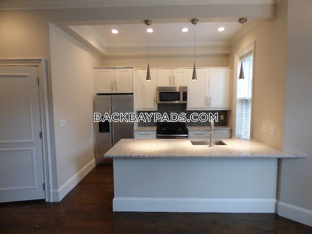 2 Beds 1.5 Baths - Boston - Back Bay $4,400