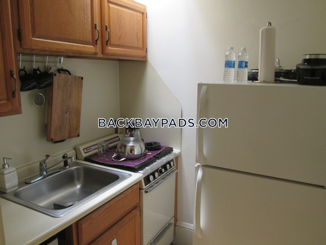 Gorgeous 1 Bed in the Middle of the Shopping District - Boston - Back Bay $1,850